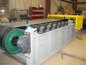 close up belt feeder conveyor designs